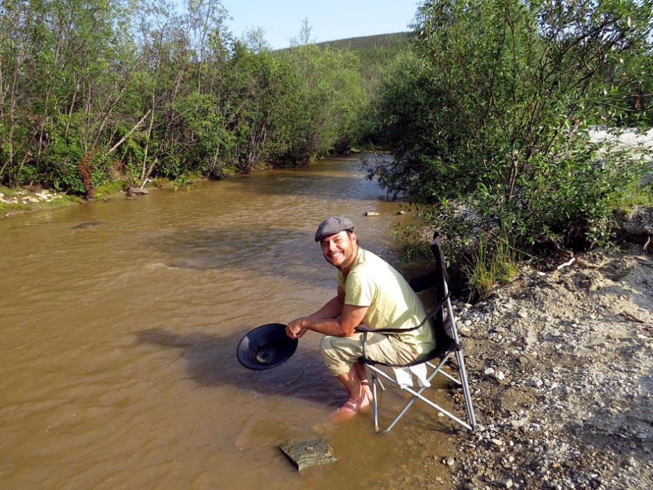 How gold is mined from the flesh of our planet - Yukon gold panning